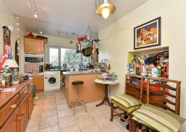 'L' Shaped Kitchen { max }