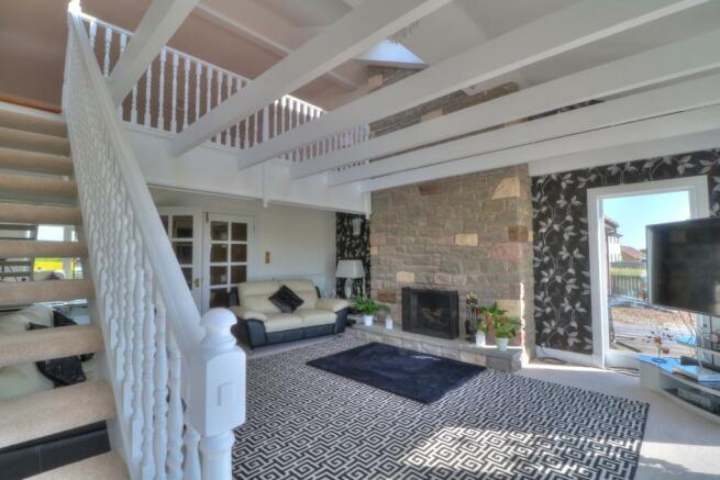 Lounge to Mezzanine Room