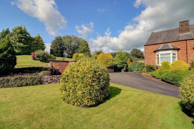Front Garden & Driveway