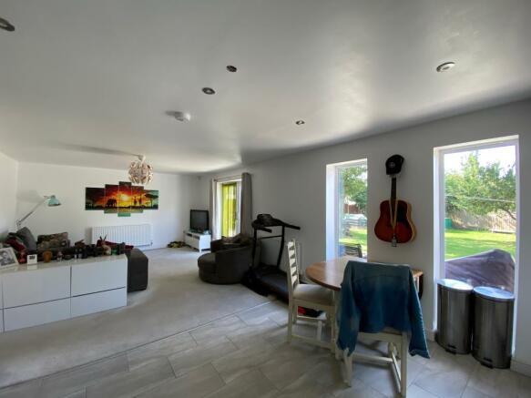 Kitchen / Lounge / Diner (2)