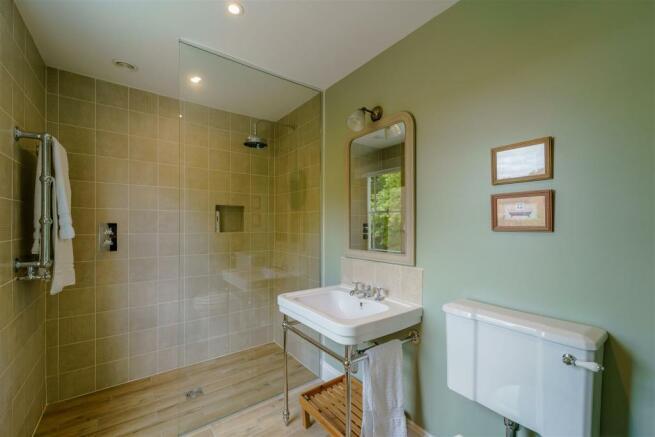 Bedroom Two En-suite shower
