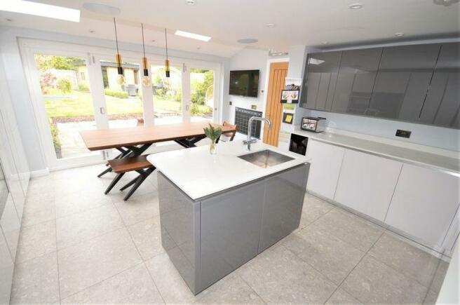 Kitchen onto G...