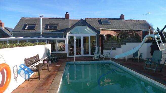 house and pool.JPG