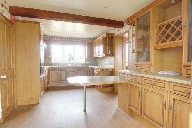 1 kitchen 1.jpg
