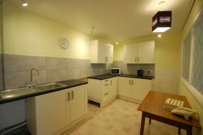 Kitchen showing c...