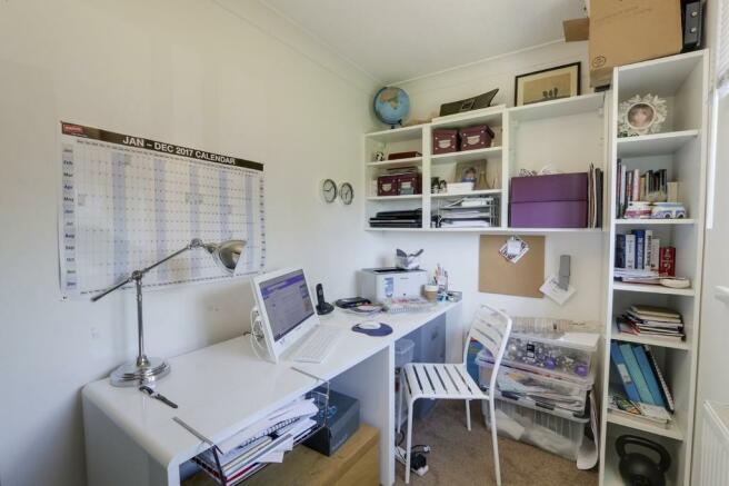 Bedroom/home offi...