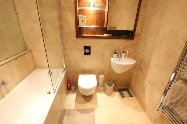 97 Princes Dock Bathroom (2).JPG