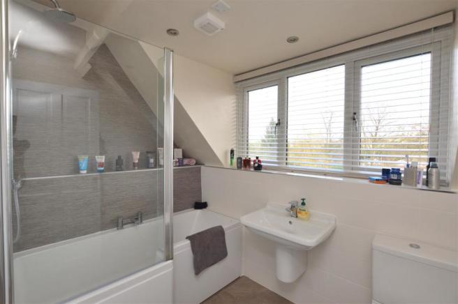 Fitted En Suite Bathroom