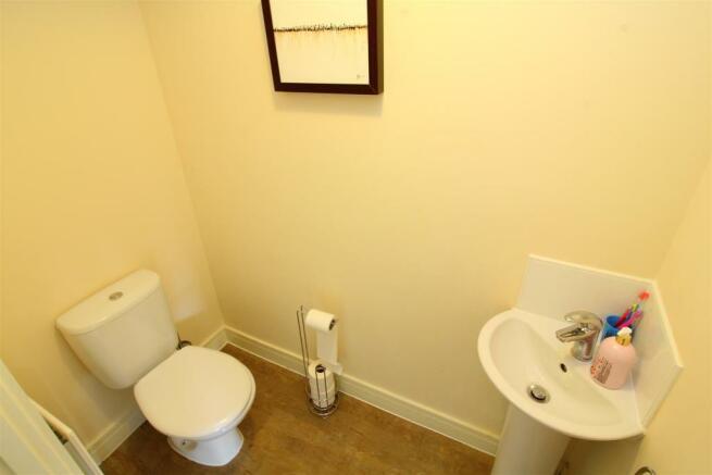05 Downstairs WC.JPG
