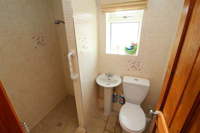 05 Shower Room.JPG