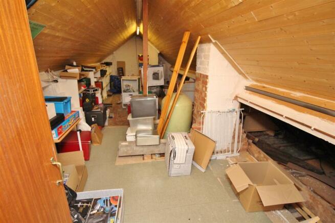 38 Bed 4 attic.JPG