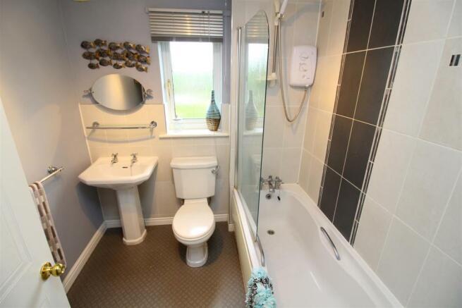 33 Bathroom.JPG