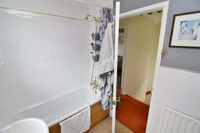 32 Bath.JPG
