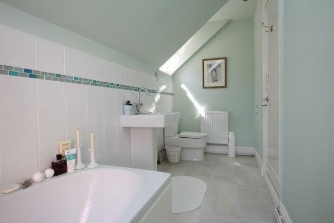 Langtry Grove, 55 - Bathroom 2.jpg