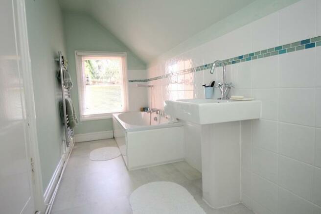Langtry Grove, 55 - Bathroom 1.jpg
