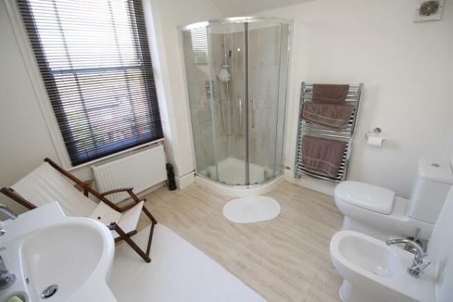 Langtry Grove, 55 - Bathroom.jpg