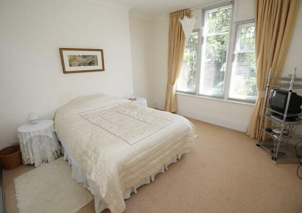 Langtry Grove, 44 - Bedroom 2.jpg