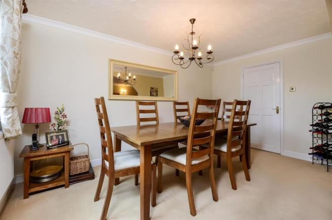 L SHAPED LOUNGE/DINING ROOM