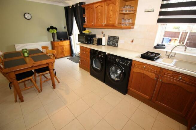 dining kitchen (2).JPG