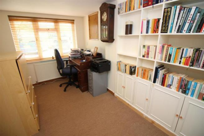 study or sitting room.JPG