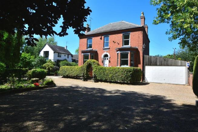 4 bedroom detached house for sale in Trent Lock, Long Eaton