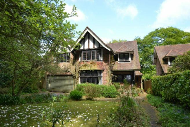5 bedroom detached house for sale in manor drive chesham bois hp6. Black Bedroom Furniture Sets. Home Design Ideas