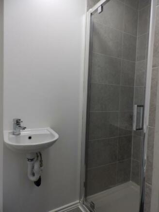 1728_12 Cross Small US shower room.JPG