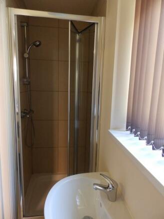 1474_104 Eldon DS Shower rm 3.JPG