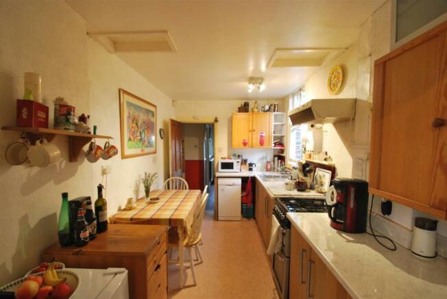 3 Kingsway - Kitchen 2.JPG