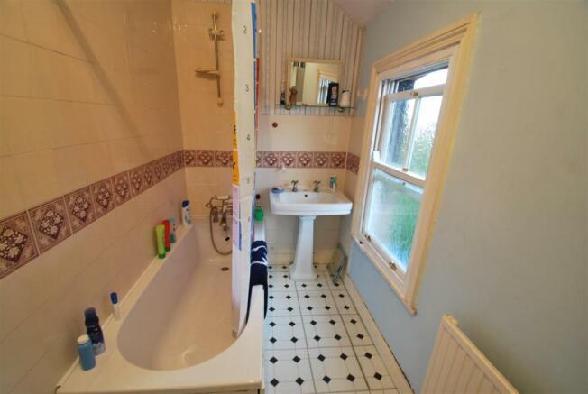 3 Kingsway - Bathroom.JPG
