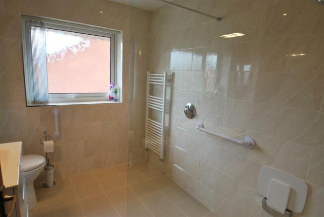 4 acres shower room.JPG