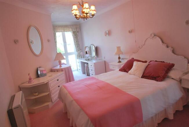 20 ashley bed1.JPG