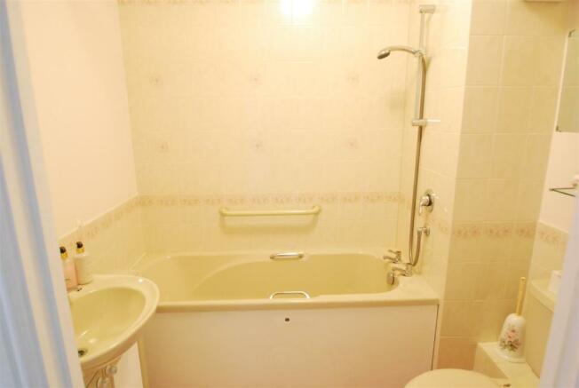20 ashley bath.JPG