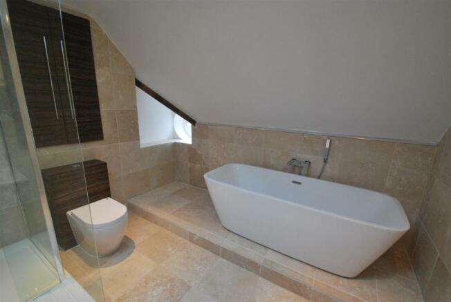 oaklodge bath2.JPG
