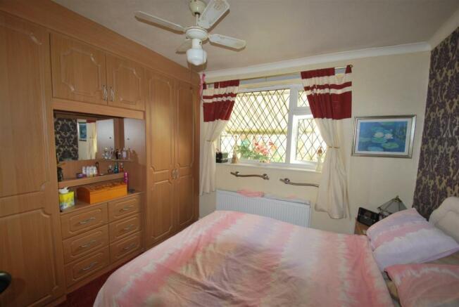 39 Burgess Avenue - Bed 1.JPG