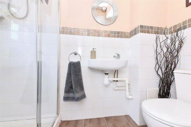 09 Shower Room