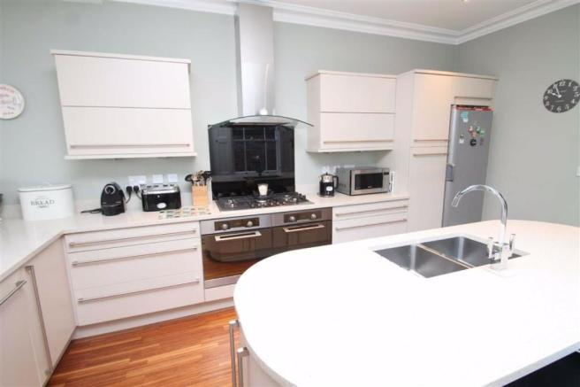Beautifully Appointed Dining Kitchen