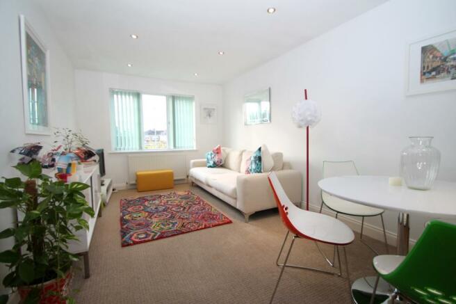 Lounge 2  (Main)