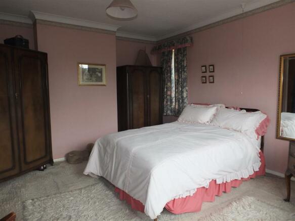 Front Bedroom (Main)