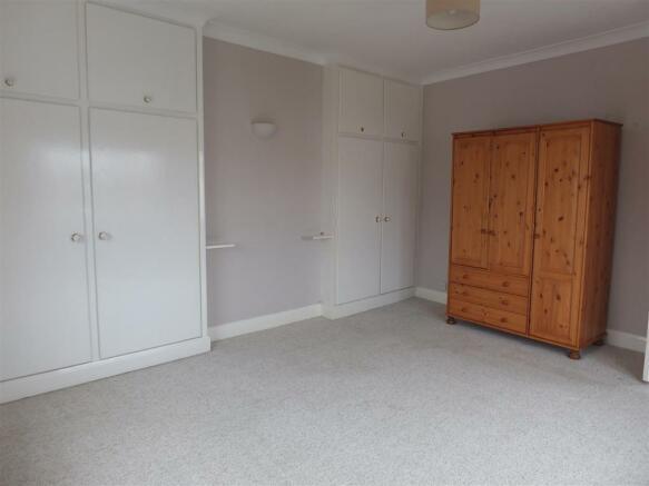 109 High St Billinghay Bedroom 1 (2).JPG