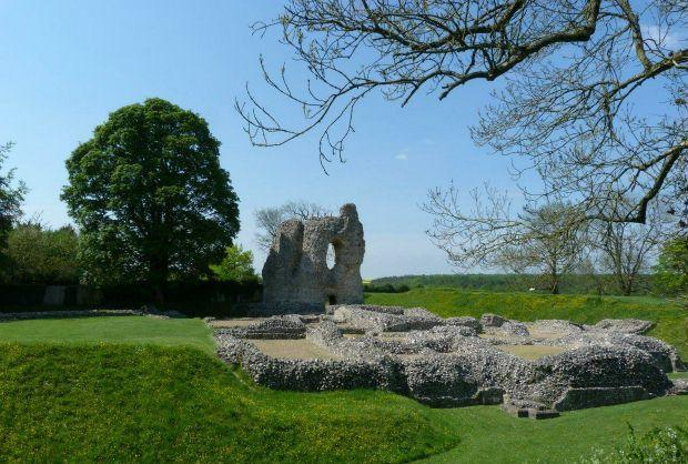 Nearby Ludgershall Castle