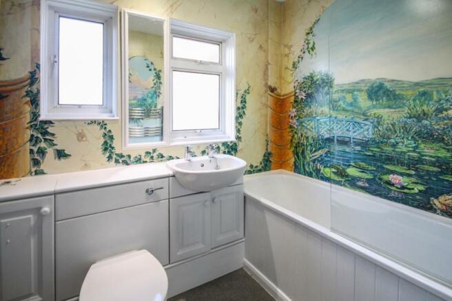 Bathroom ONE.jpg