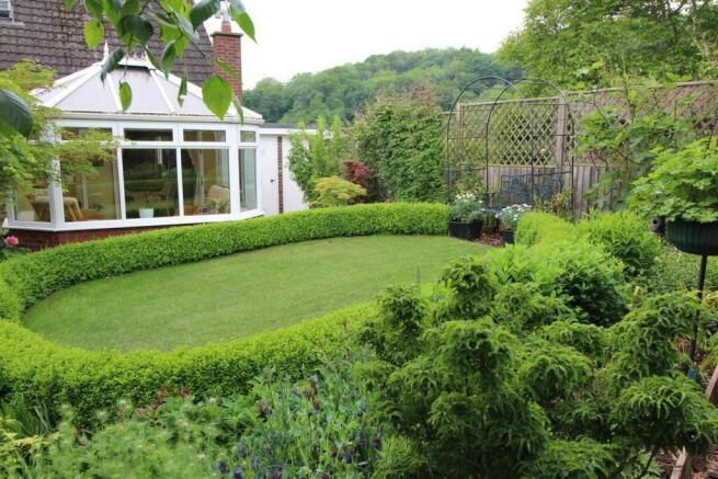 garden rear 2.JPG
