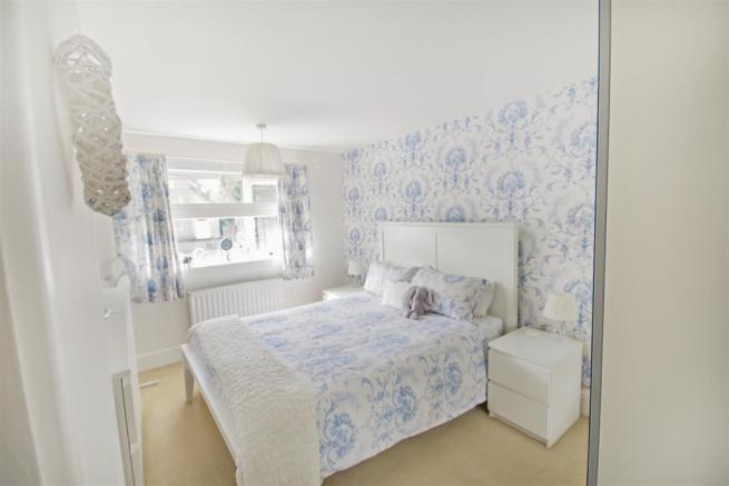 59 Flaxley Bed 1.jpg