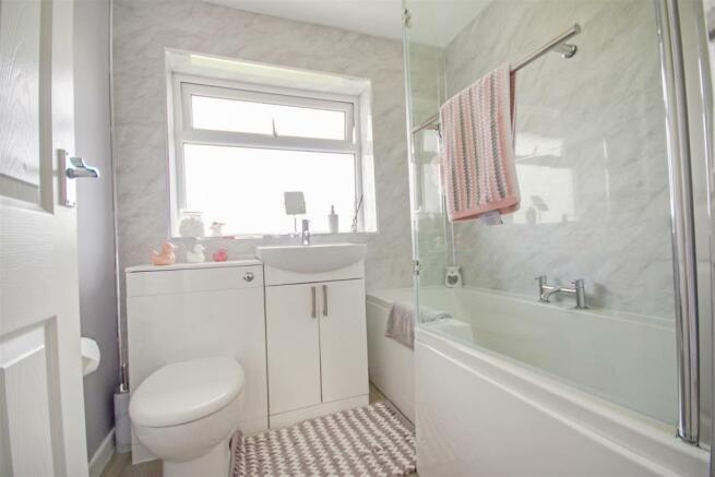 59 Flaxley Bathroom.jpg