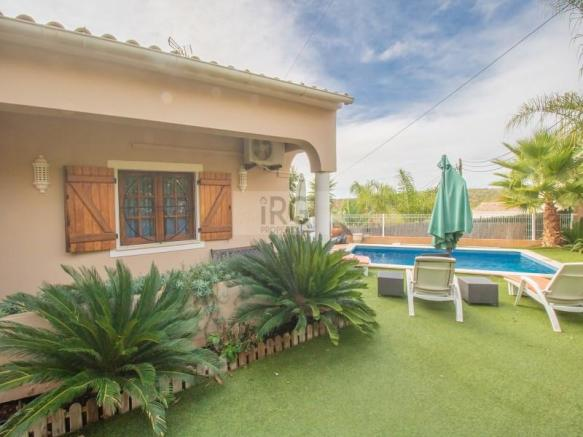 V4 with pool in Parragil Loule