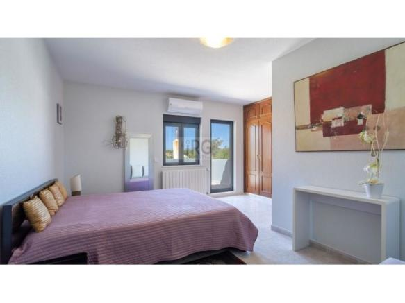Modern villa in Almancil