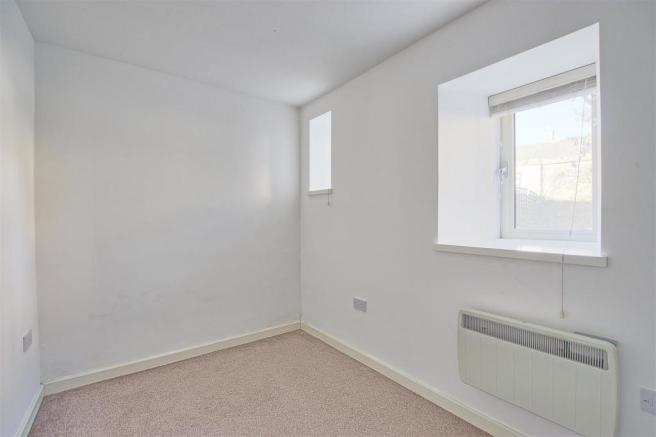 Bedroom showing window.jpg