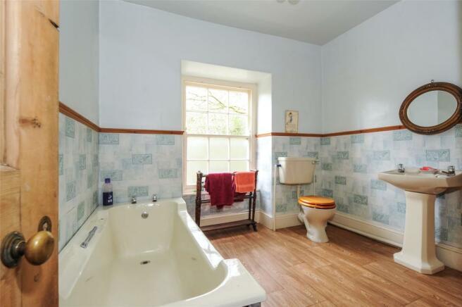 Henllys - Bathroom