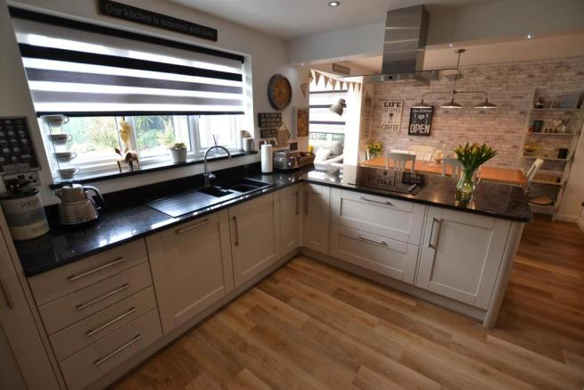 OPEN PLAN FAMILY DINING KITCHEN